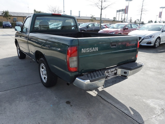 Pre-Owned 2000 Nissan Frontier XE
