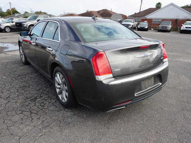 Pre-Owned 2018 Chrysler 300 Limited
